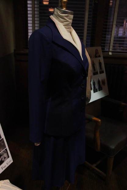 Peggy navy suit