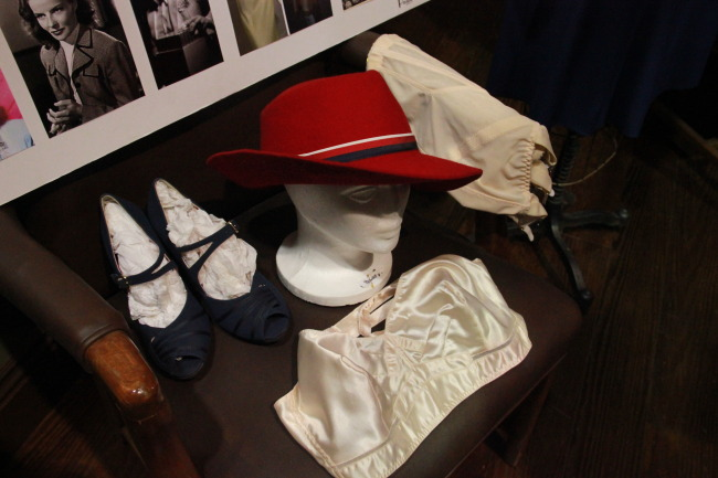 Peggy red hat & accessories